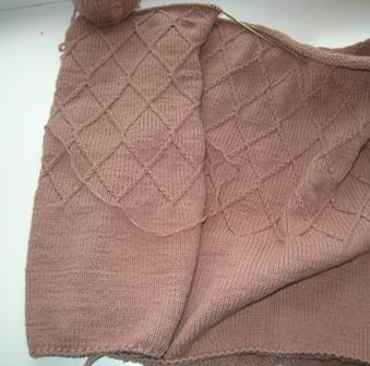 чтобы полы вязаного пальто не закручивались