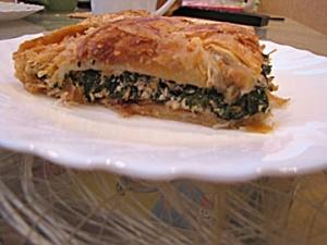 Слоеный пирог из творога со шпинатом