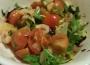 Легкий салат из креветок с помидорами под оригинальной заправкой